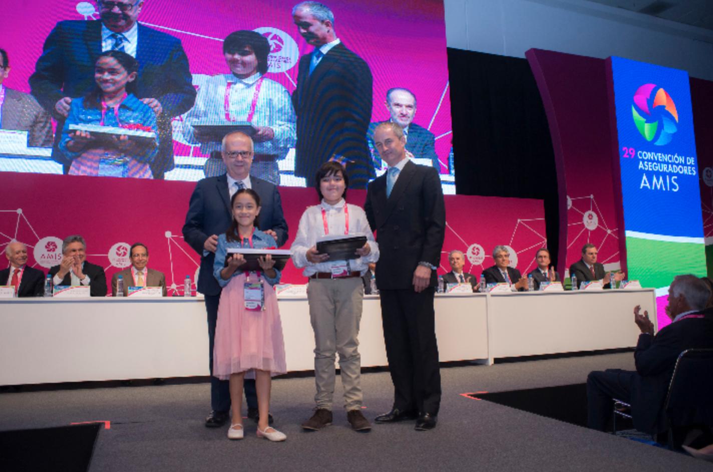 """Ganadores del Concurso """"Crece Seguro"""" y del Premio Nacional Universitario"""