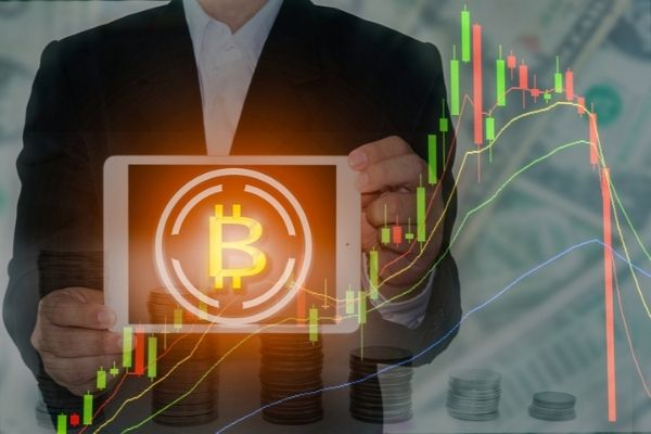 Precio de Bitcoin rompe récord mientras analistas alertan sobre su volatilidad