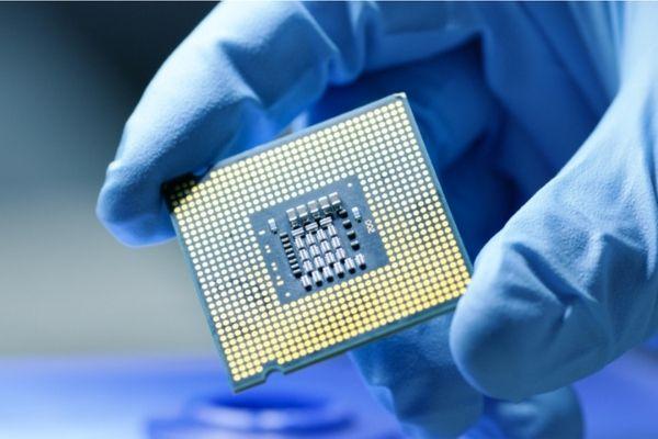 Escasez de microprocesadores provoca estragos en la industria automotriz y electrónica